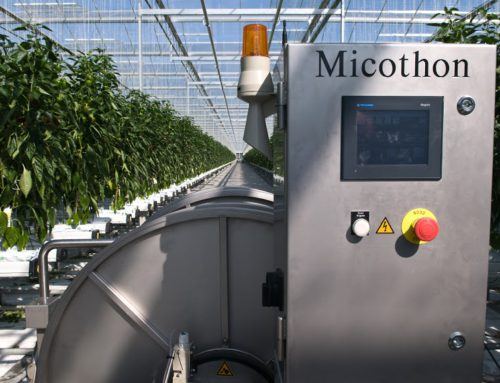 Spraying robot for greenhouse crop protection