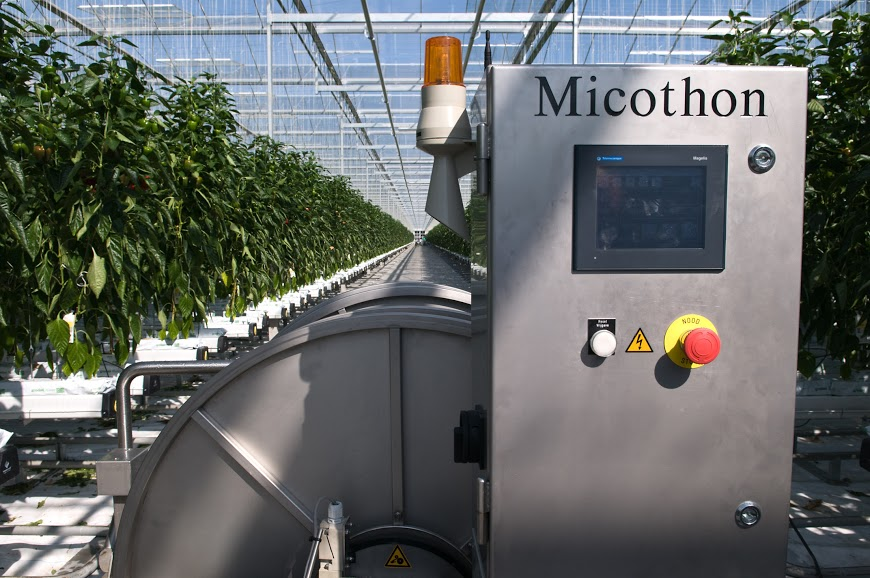 Micothon M2 spraying robot for greenhouses